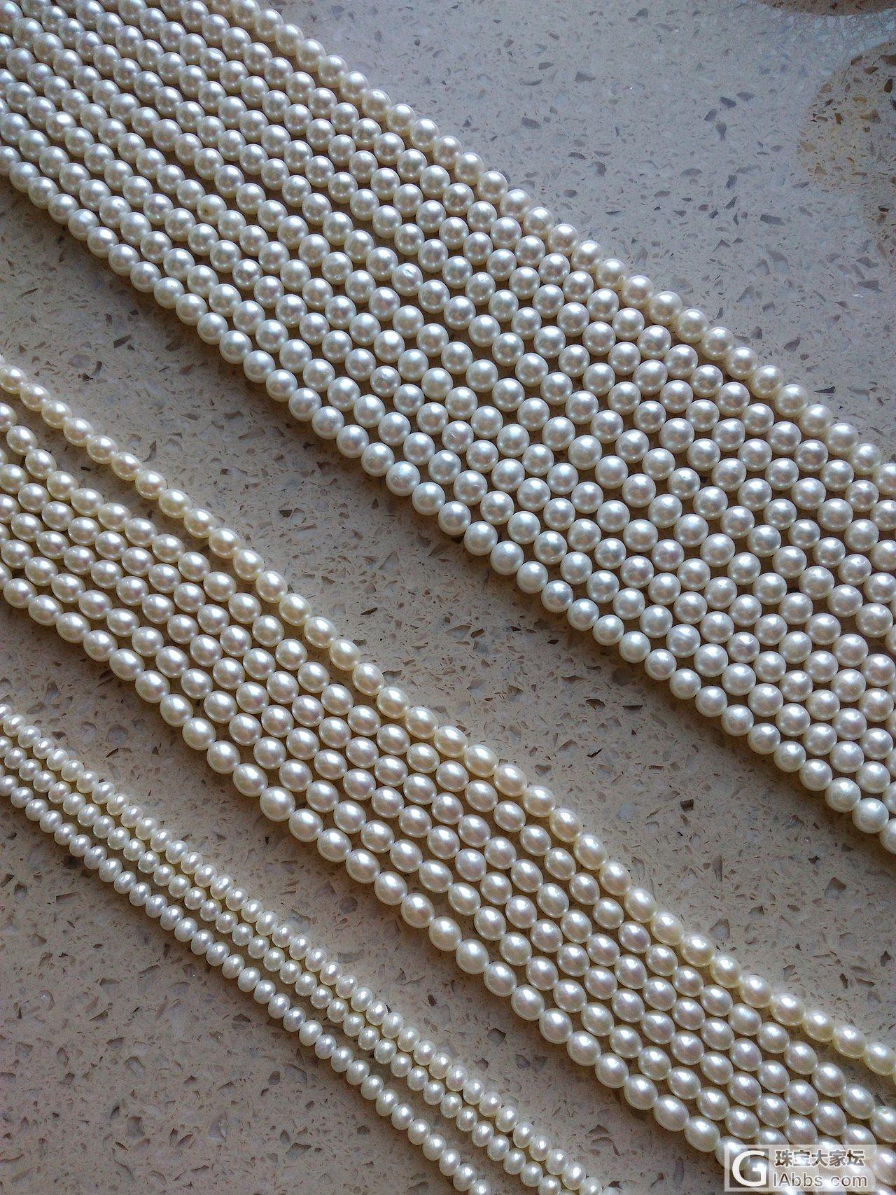 闲着无聊,编条毛衣链。😄_珍珠串珠